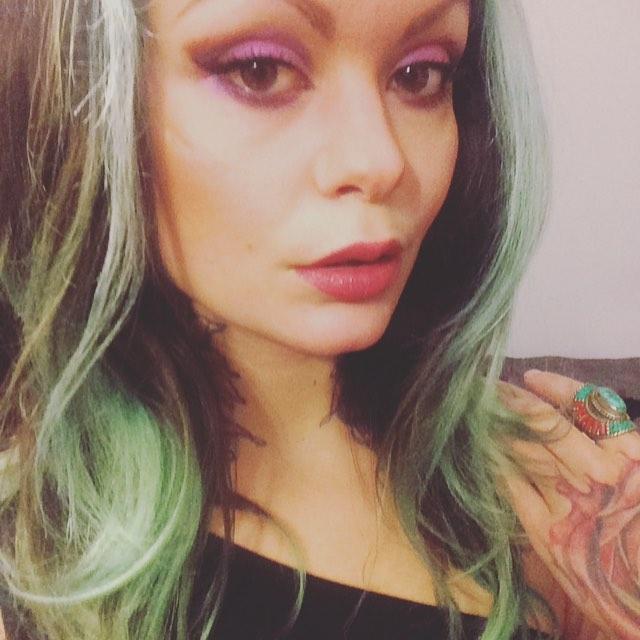 Lace Face 🤓🤓 . . . #greenhair #weirdo #laceface #selfie #colourlover #artnerd #artslut #tattooed #tattooedgirls