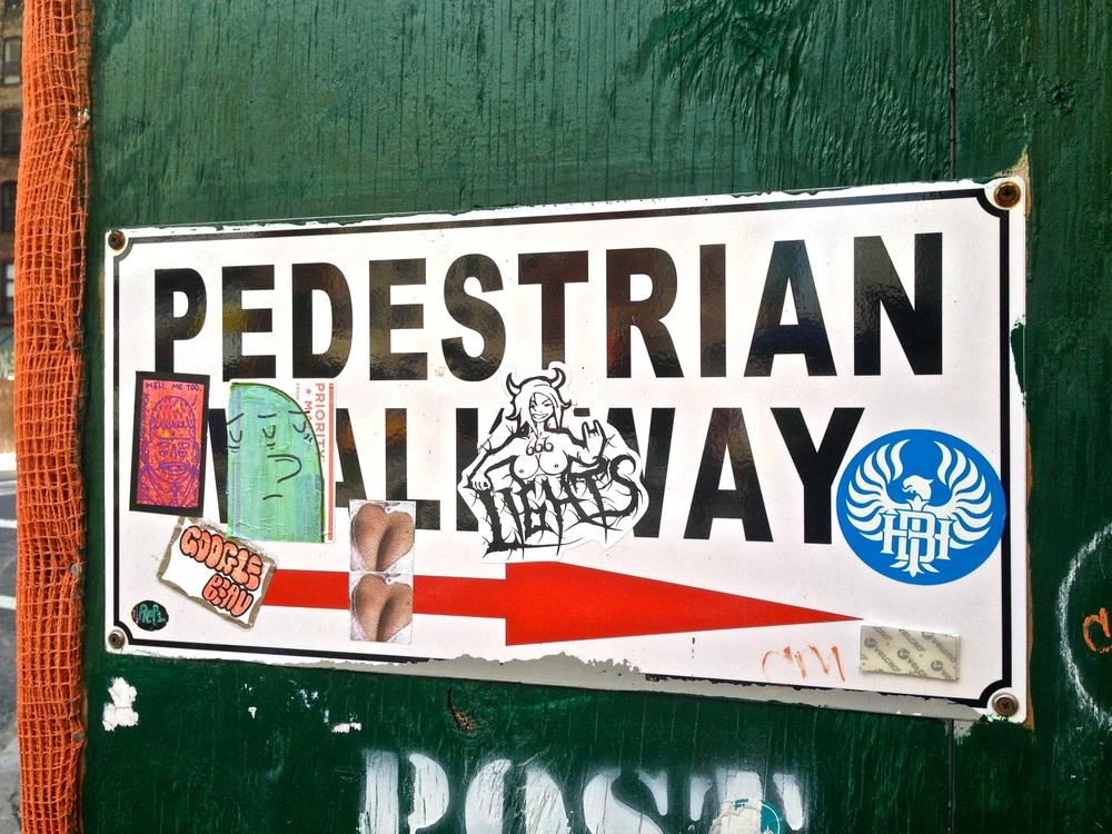 roycer-graffiti-elevated-locals