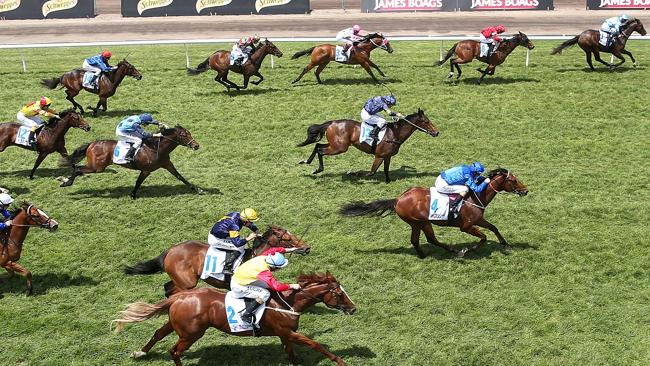 Prompt Return (Beneteau) on the inside rail shows his rivals a clean pair of heels as he skips clear.