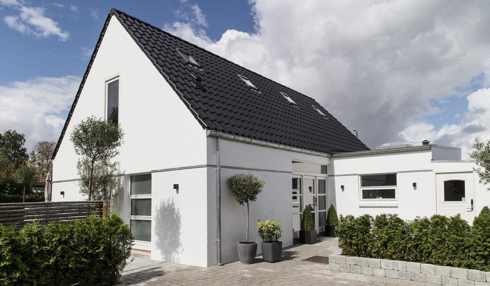 Danish House Tour - Minimalism in Greve13.jpg