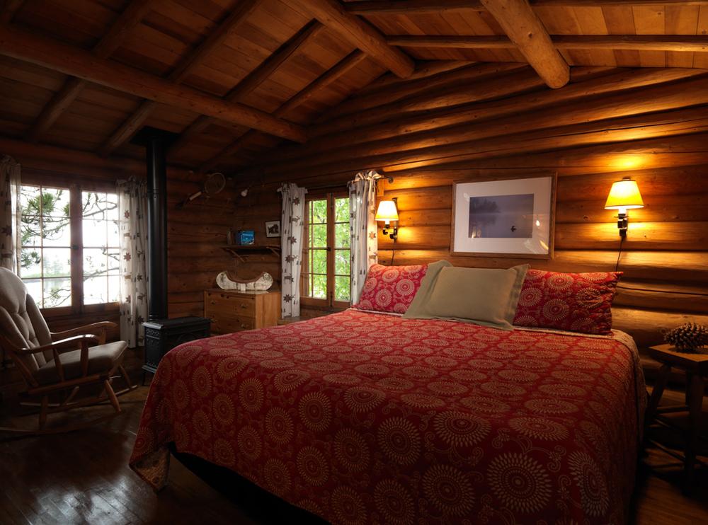 Cabin27_bedroom.jpg