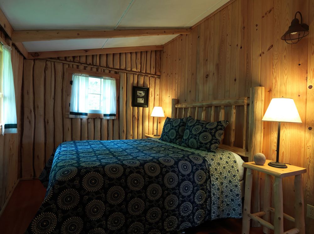 Cabin6_bedroom.jpg