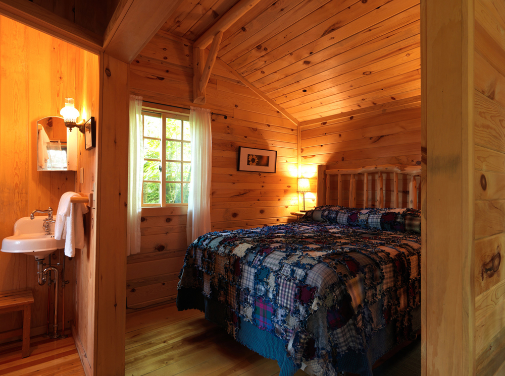 Cabin12_bedroom.jpg