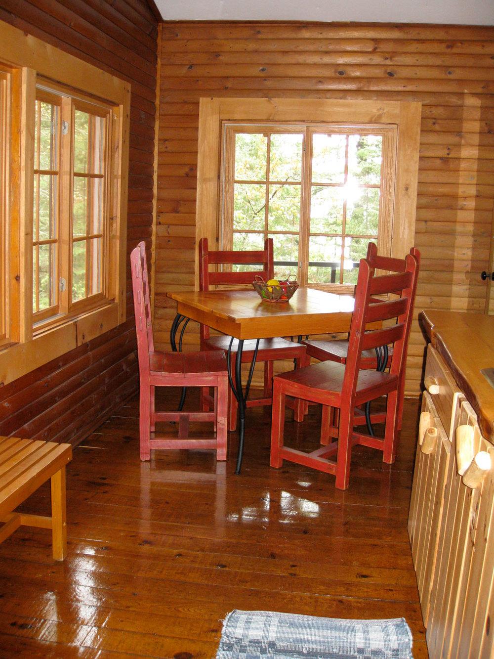 Cabin7_dining.jpg