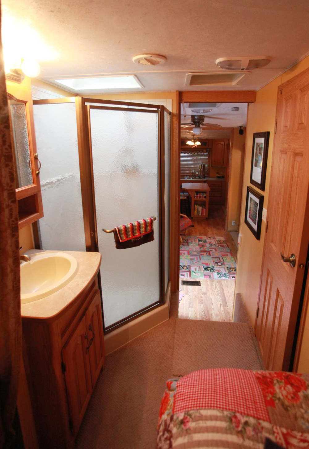2005 Keystone Montana Fifth Wheel For Sale - Bathroom Area.jpg