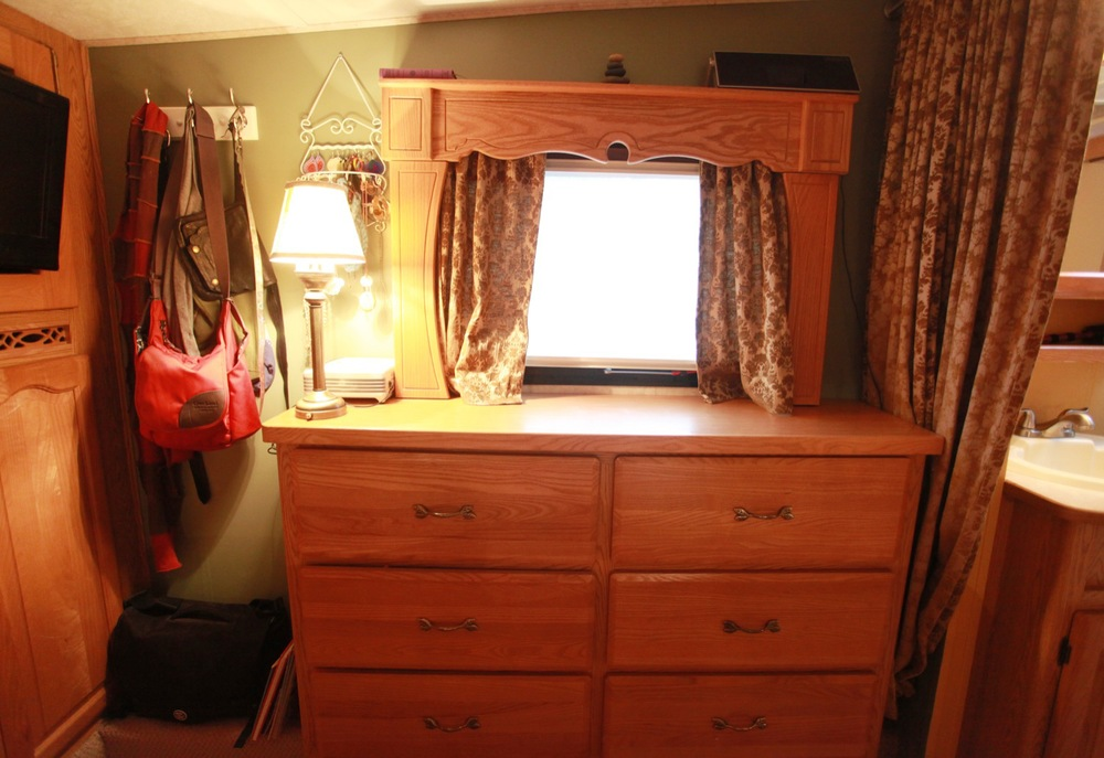 2005 Keystone Montana Fifth Wheel For Sale - Dresser.jpg