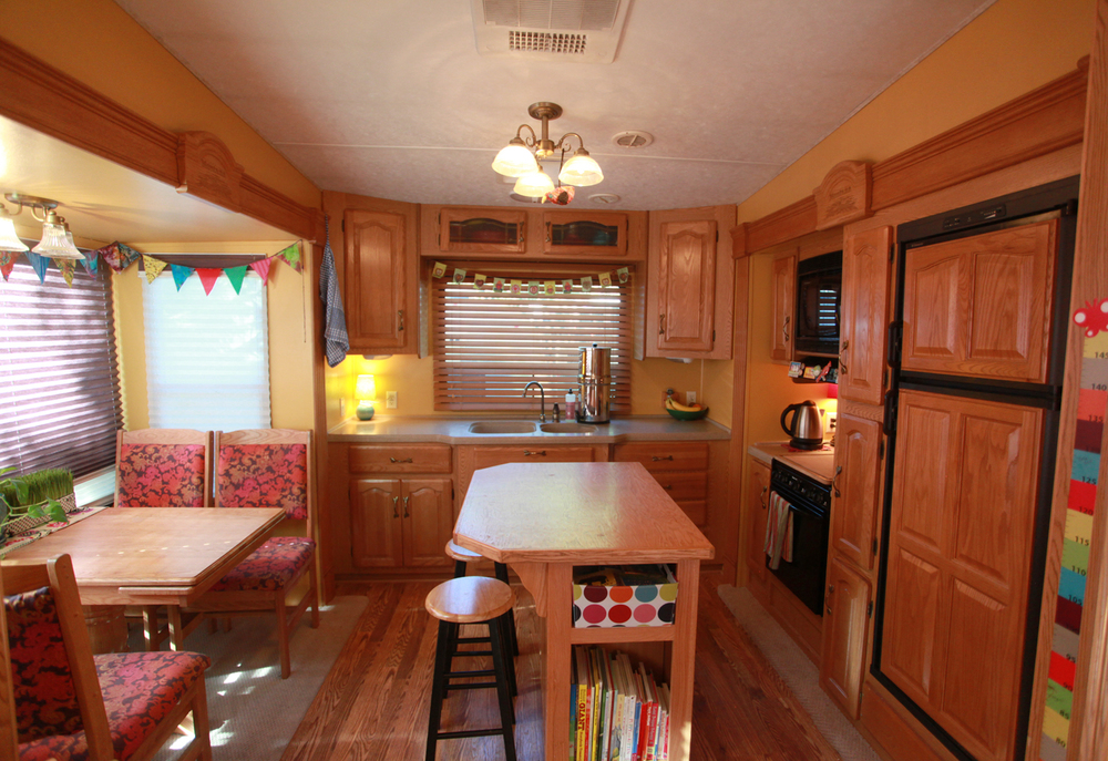 2005 Keystone Montana Fifth Wheel For Sale - Kitchen.jpg