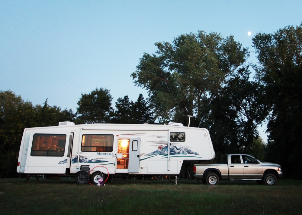 2005 Keystone Montana Fifth Wheel For Sale - Outside.jpg
