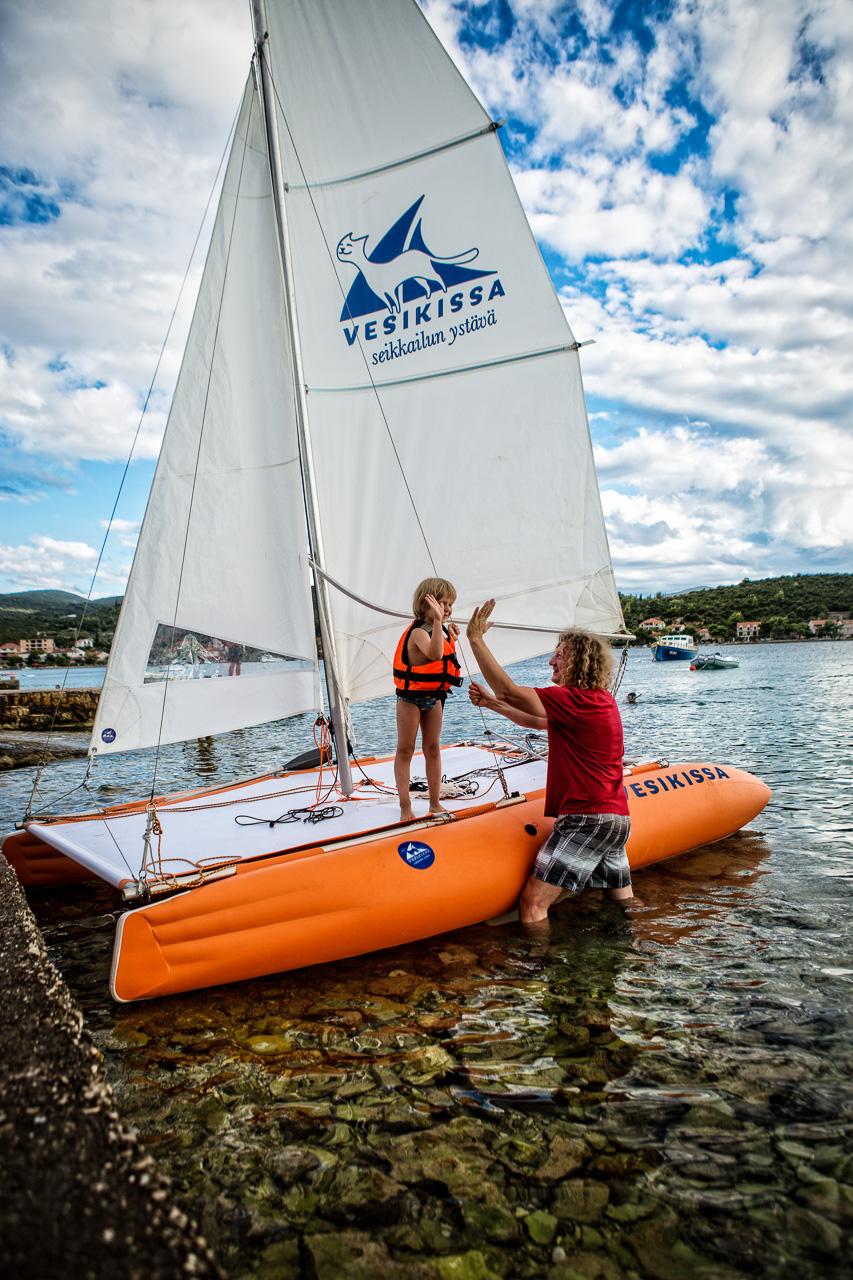 Vesikissa portable sailing catamaran