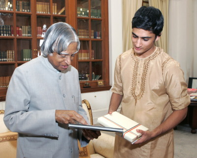 With the President of India, Dr. Abdul Kalam, during a private performance and meeting at the presidential estate in New Delhi. Photo credit: Rashtrapati Bhavan.