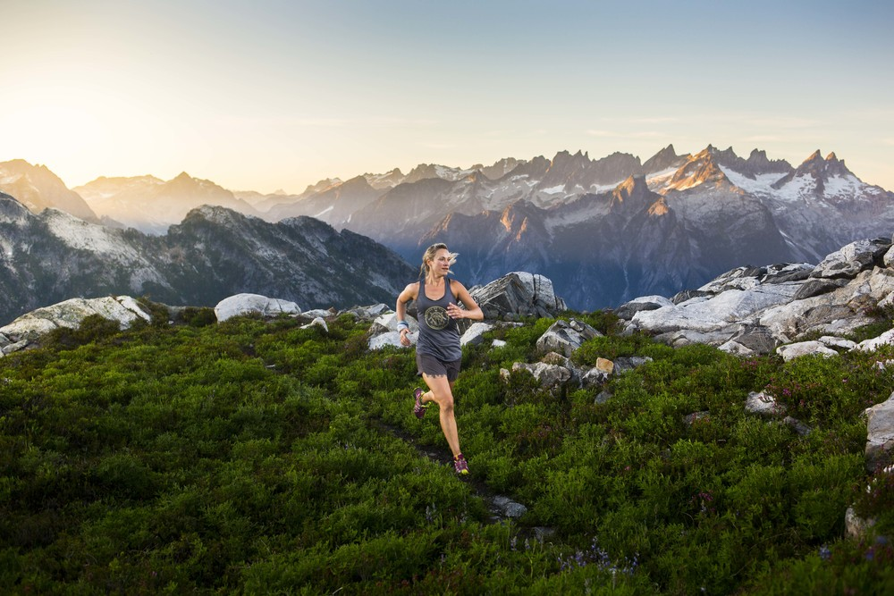 Bellingham trail runner CamE Tasker ridge running high up in the North Cascades, WA.