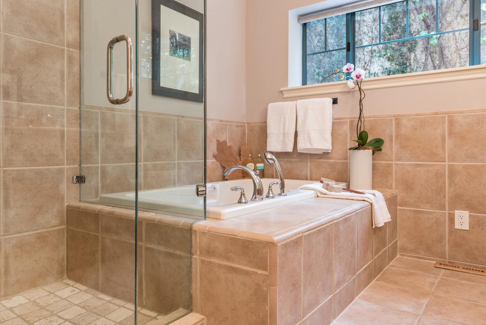 Master Bath02.jpg