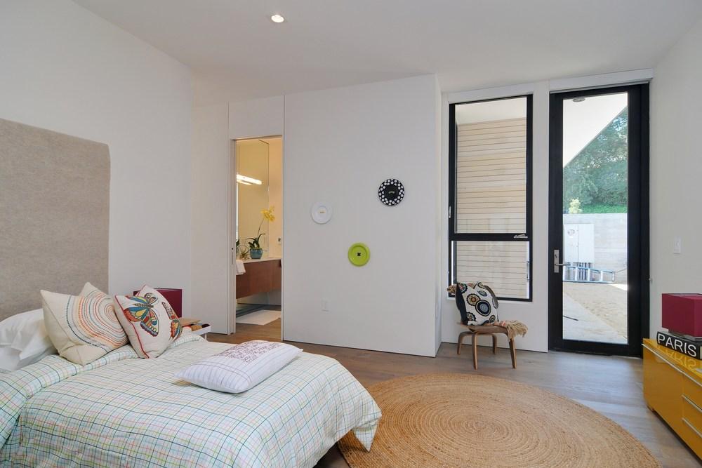 022_Bedroom (2).jpg