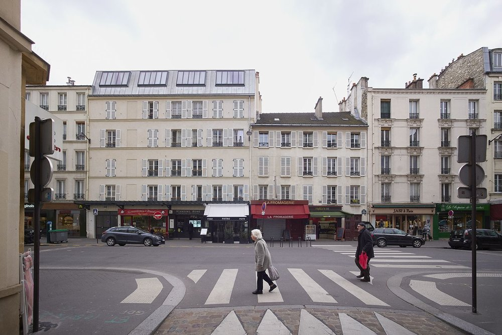 Focus on the elevation of the building rue Lecourbe in Paris.