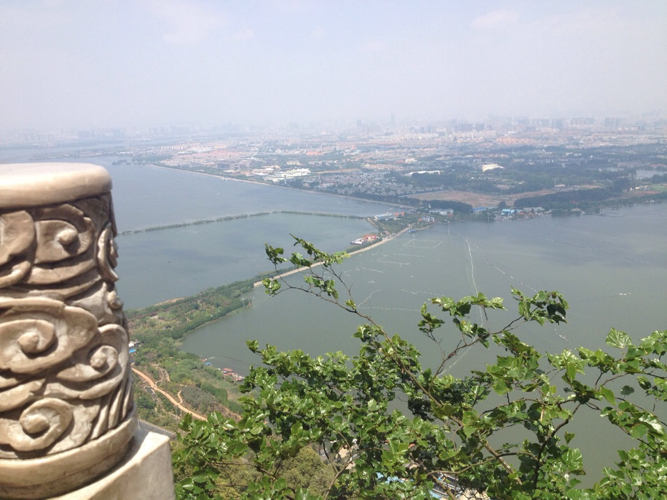 Breathtaking views of Kunming, the Dian lake and the surrounding areas