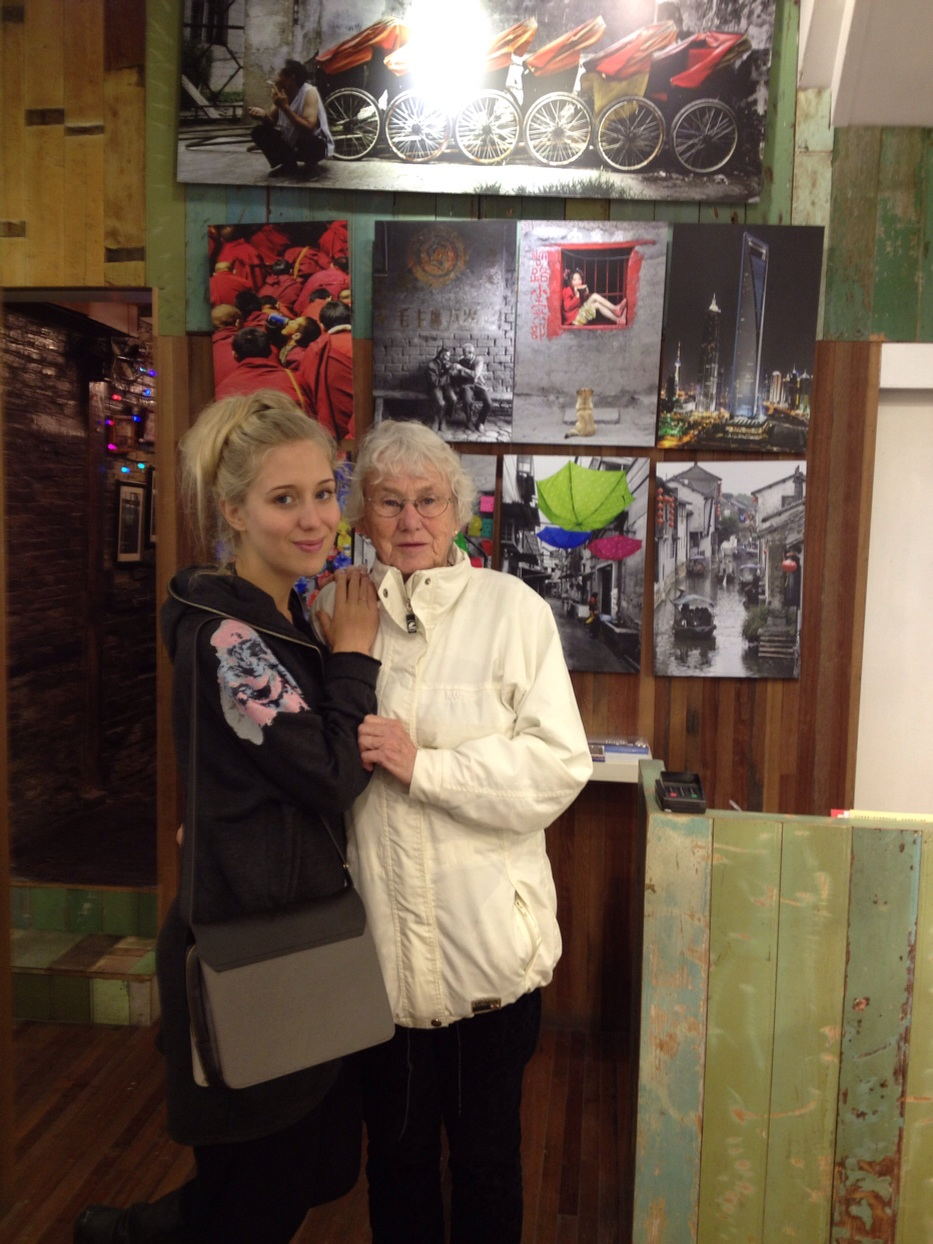 Me and my grandmother in one of the galleries where you can buy photos and paintings with the original Shanghai motives in all sizes and colors