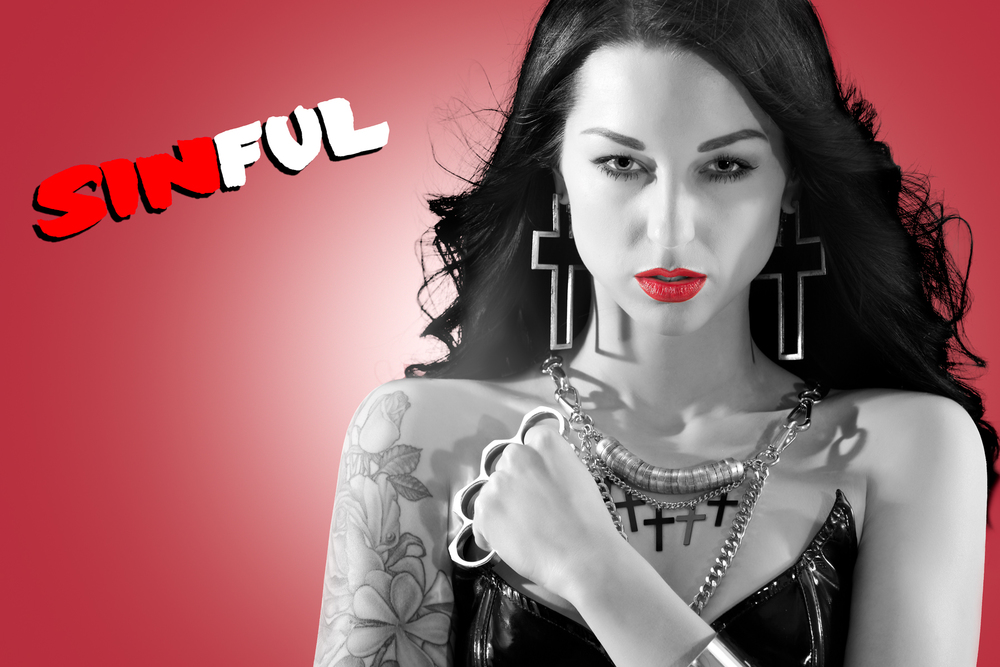 SINFUL - Sin City Dame with knuckle dusters