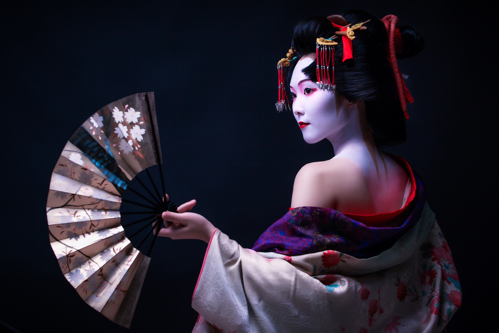 Geisha and the dancing fan