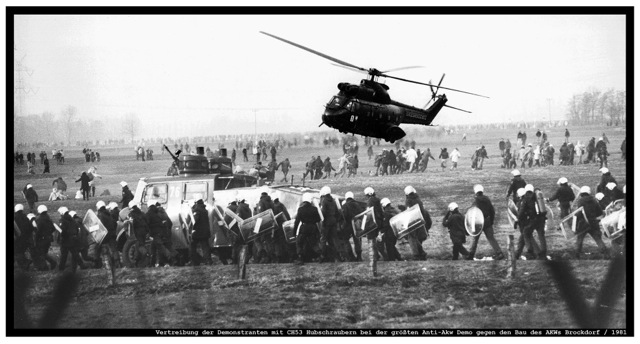 copyright Herbert Piel:Vertreibung der Demonstranten mit CH53-Hubschraubern bei der größten Anti-AKW-Demo gegen denBau des AKWs Brokdorf, 1981