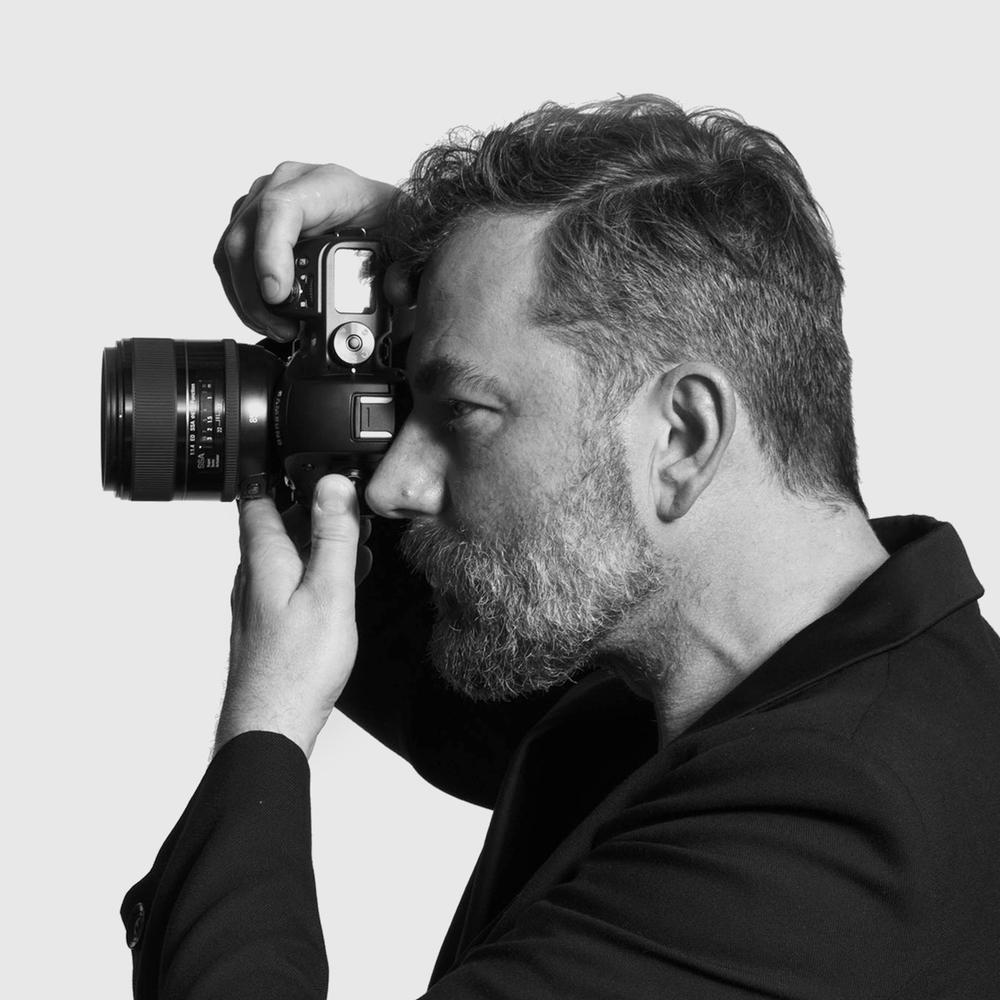 Joachim Baldauf ist einer der bekanntesten Mode- und Porträtfotografen Deutschlands. Vor seiner Linse hatte er schon viele Topmodels wie Claudia Schiffer und Nadja Auermann.