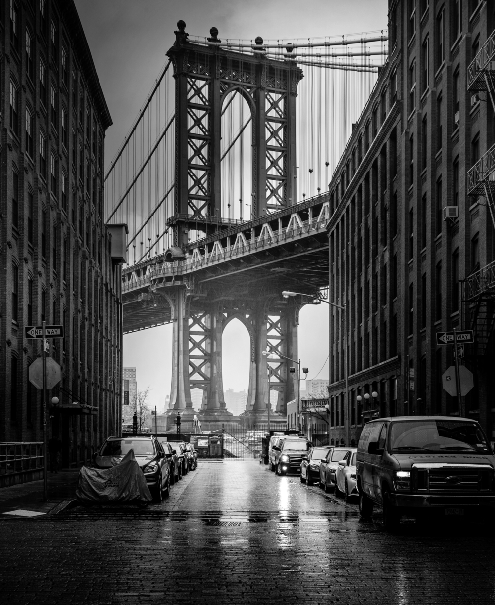 © New York by Serge Ramelli, published by teNeues, www.teneues.com. CLASSIC VIEW OF THE MANHATTAN BRIDGE IN BROOKLYN, Photo © 2015 Serge Ramelli and YellowKorner. All rights reserved.