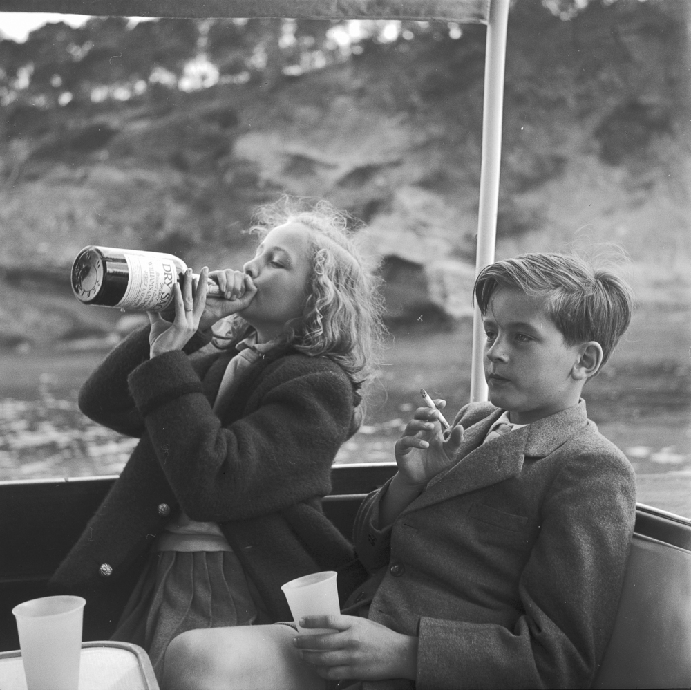 © Marianne Fürstin zu Sayn-Wittgenstein - Das legendäre Fotoalbum, erscheint im Juli 2015 bei teNeues, € 49,90, www.teneues.com. Majorca. Yvonne and Alexander Sayn-Wittgenstein on board Bartholomé March's yacht, April 1954, Photo © 2015 Princess Marianne zu Sayn-Wittgenstein-Sayn.
