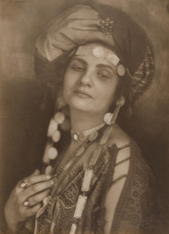 Minya Diez-Dührkoop (1873-1929), Frau Richard Dehmel, 1908-1910, Platindruck, © Museum für Kunst und Gewerbe Hamburg