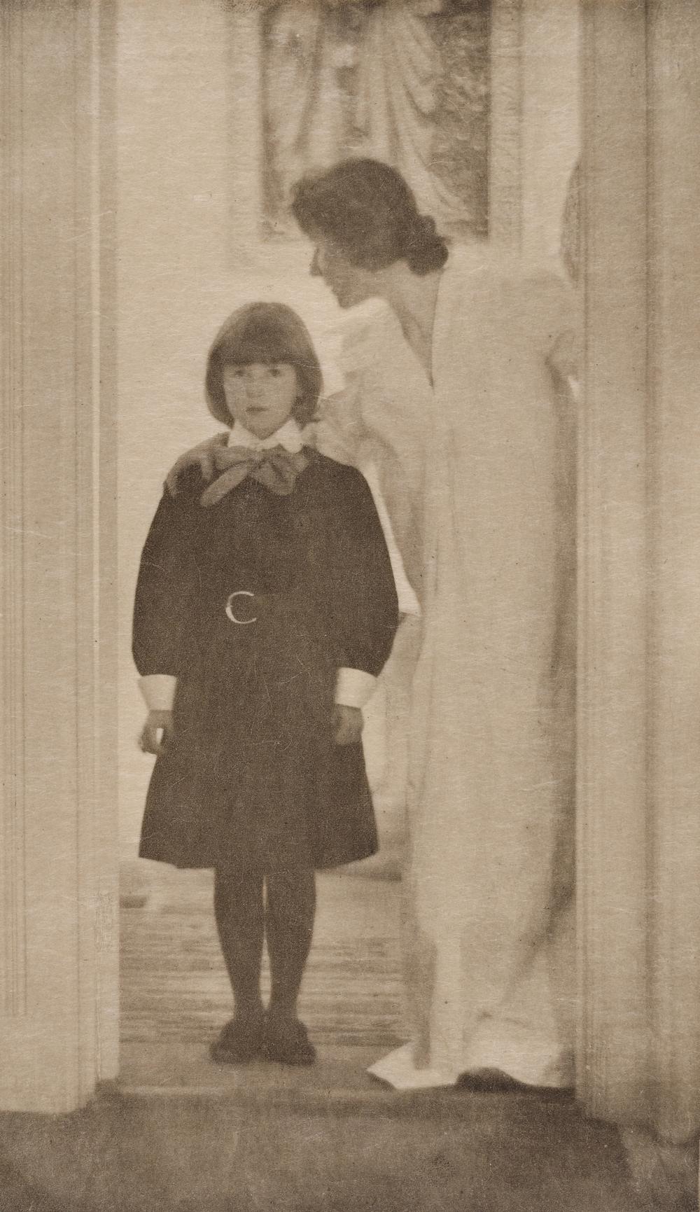 Gertrude Käsebier (1852-1934), Blessed Art Thou Among Women, ca. 1899, Heliogravüre aus Camera Work I, 1903, © Museum für Kunst und Gewerbe Hamburg