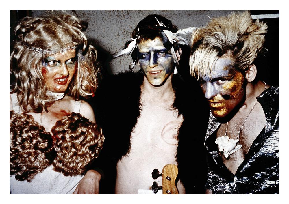 Die Tödliche Doris, Die Tödliche Doris in Form allegorischer Gestalten auf dem Festival Genialer Dilletanten, Westberlin, 1981, Foto: H. Blohm, Archiv: Die Tödliche Doris