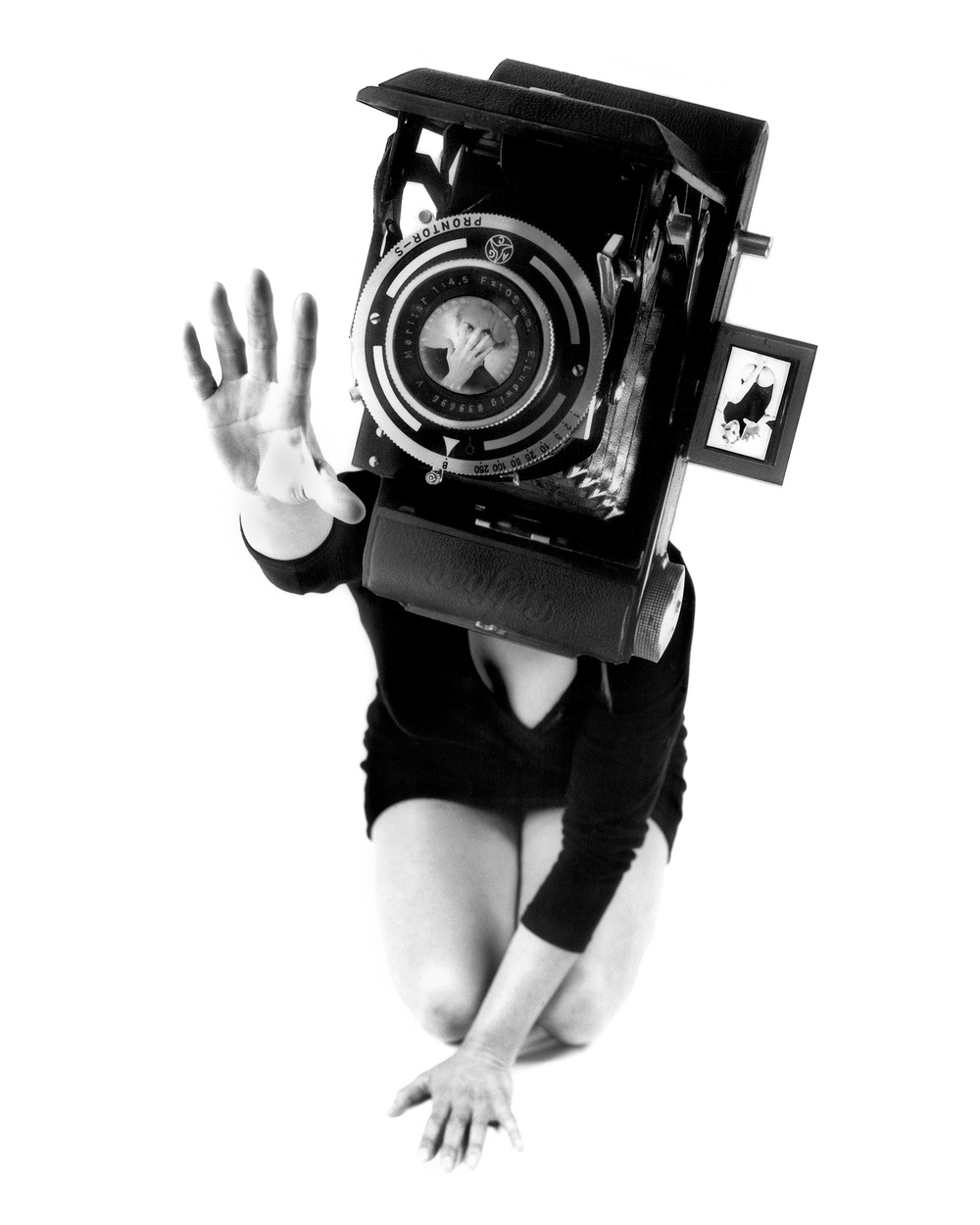 Lynn Hershman Leeson, Reach aus der Serie Phantom Limb, 1987 Silbergelatineabzug auf Hadernpapier, Foto: Lynn Hershman Leeson © Lynn Hershman Leeson
