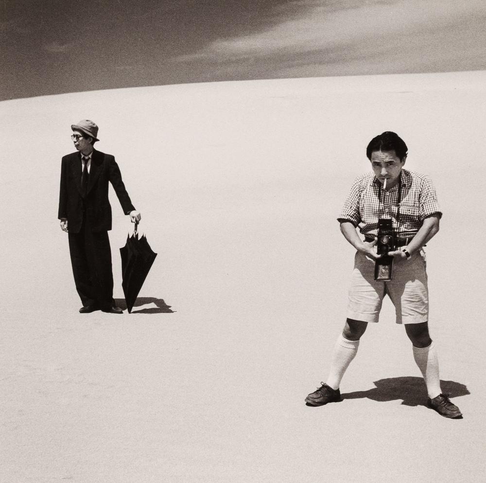 "Shoji Ueda, aus der Serie ""Sand Dunes"", 1948, Silbergelatineabzug, 22 x 22 cm, © Shoji Ueda Office"