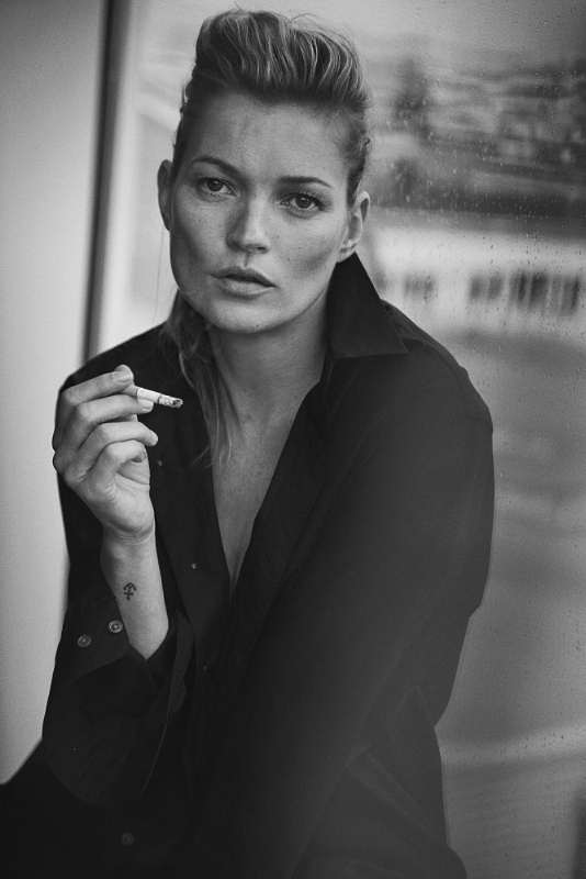Peter Lindbergh. This spectacular overview of Lindbergh's extensive oeuvre will also present exclusive material varying from previously unseen material from personal notes, storyboards, props, polaroids, contact sheets, 'behind the scene' films with muses Kate Moss and Mariacarla Boscono and monumental prints.Photo credit: Peter Lindbergh, Kate Moss, Paris, 2015, Vogue Italia (Giorgio Armani, S/S 2015) (C) Peter Lindbergh (Courtesy of Peter Lindbergh, Paris / Gagosian Gallery) (PRNewsFoto/Kunsthal Rotterdam)