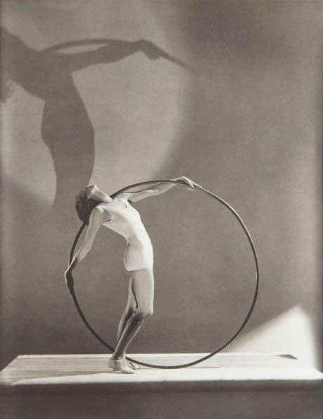 George Hoyningen-Huené, 1900 – 1968 Bathing Fashion Paris 1930 silver gelatin print Inv.-No. 083159 House of Photography / F.C. Gundlach Collection, Hamburg  © Estate George Hoyningen-Huené