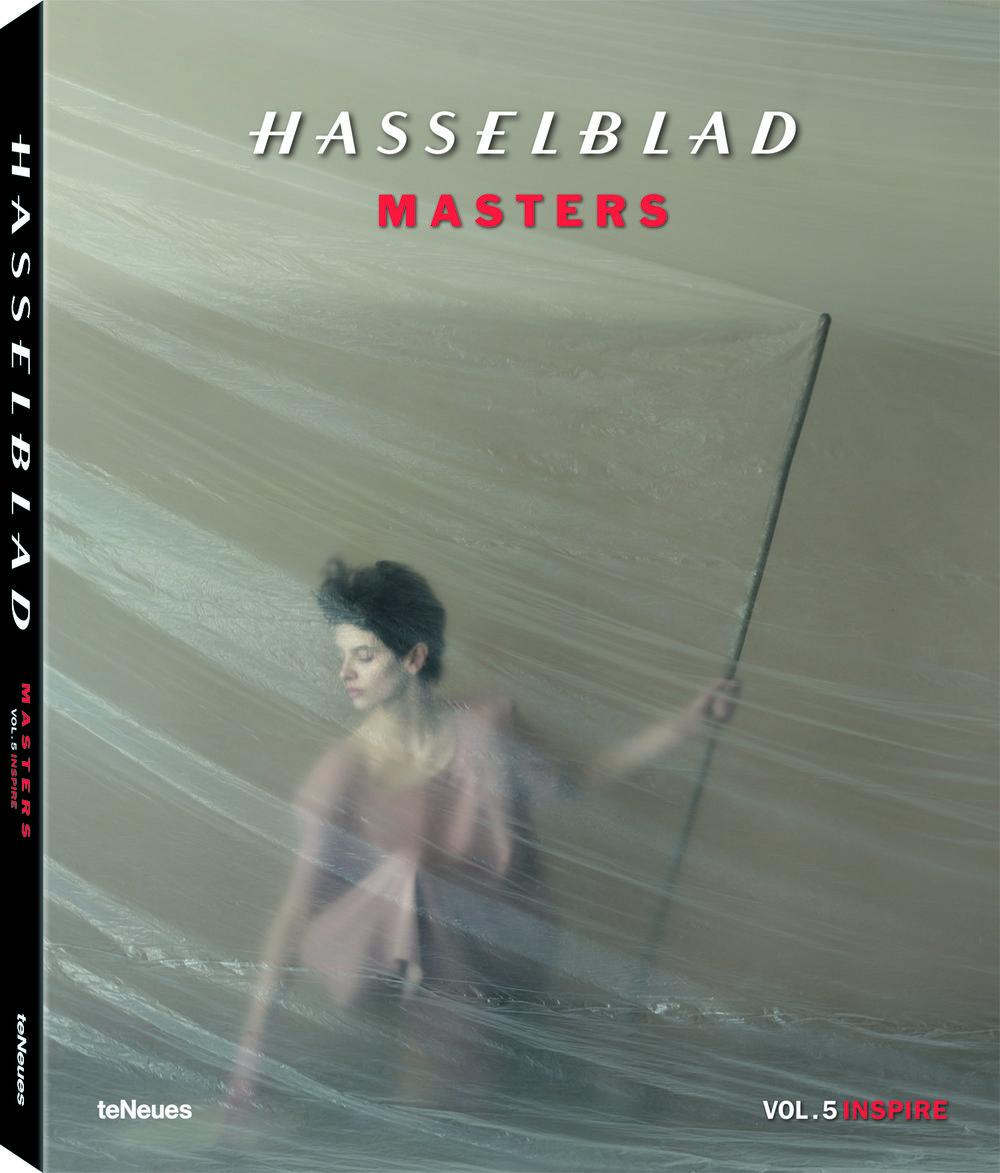 27,5 x 34 cm  240 Seiten, Hardcover mit Schutzumschlag  ca. 120 Farb- und Schwarz-Weiß-Fotografien  Text in Englisch, Deutsch, Französisch, Spanisch und Japanisch  € 79,90  ISBN 978-3-8327-3429-9    © Hasselblad Masters Volume 5 - Inspire, published by teNeues, € 79,90, www.teneues.com . Photo © Image by Natalia Evelyn Bencicova, Hasselblad Master 2016: Portrait, www.hasselblad.com/inspiration/masters/masters-2016