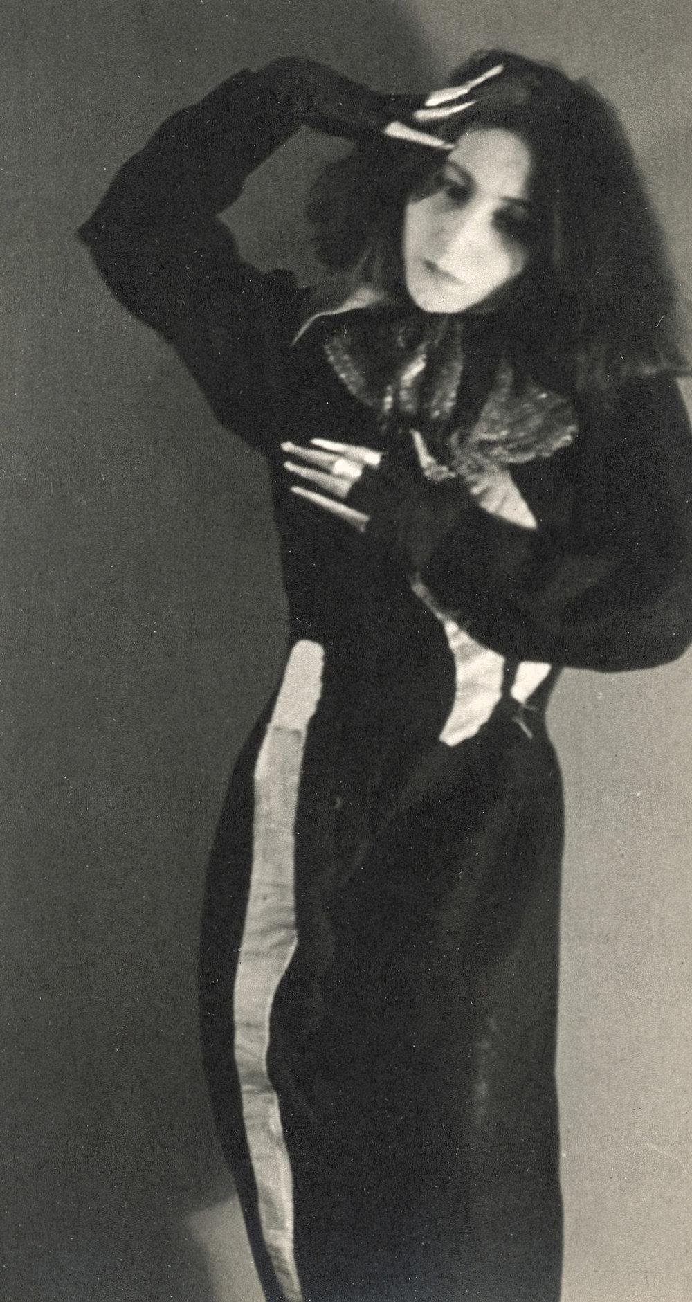 Martin Imboden Die Tänzerin Gertrud Kraus, um 1929,Silbergelatinepapier,Albertina, Wien