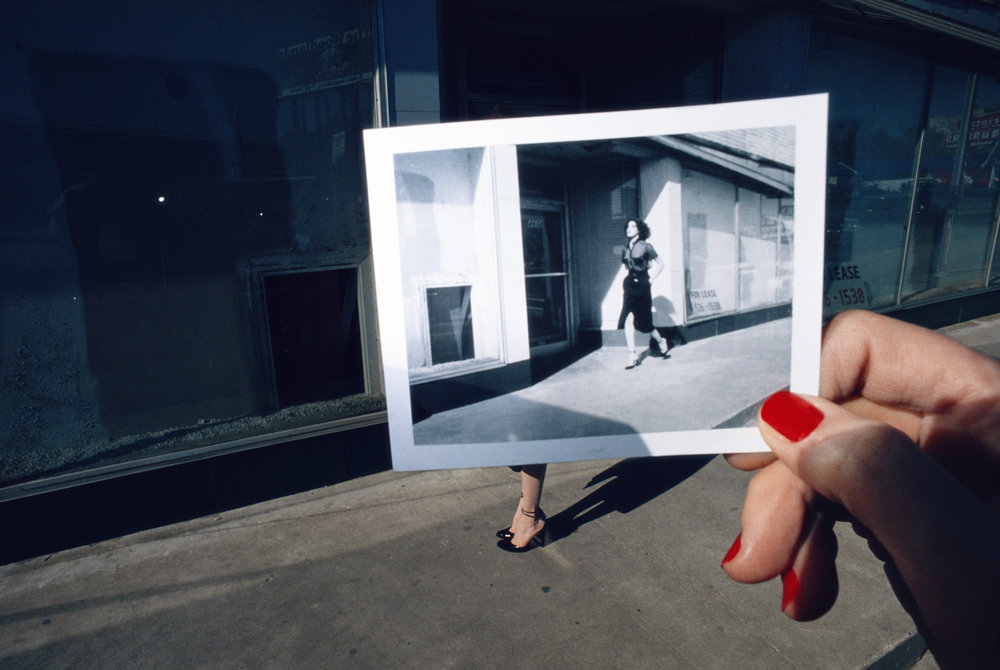 Guy Bourdin Charles Jourdan 1978 C-Print auf Fujiflex © The Guy Bourdin Estate 2017, Courtesy Louise Alexander Gallery