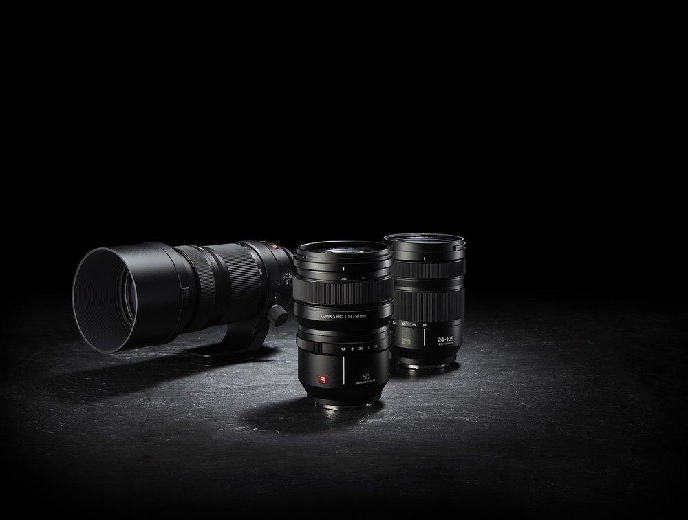 066-FY2018-Panasonic-LUMIX-S-X50E-X50-R70200-R24105-Gruppe.jpg