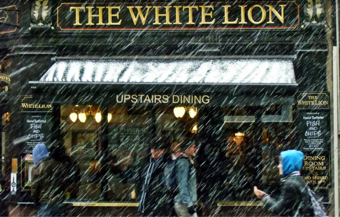 The White Lion im Schnee