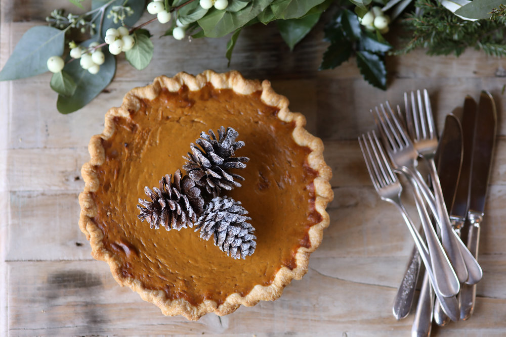 pumpkin-pie-farm-table-thanksgiving