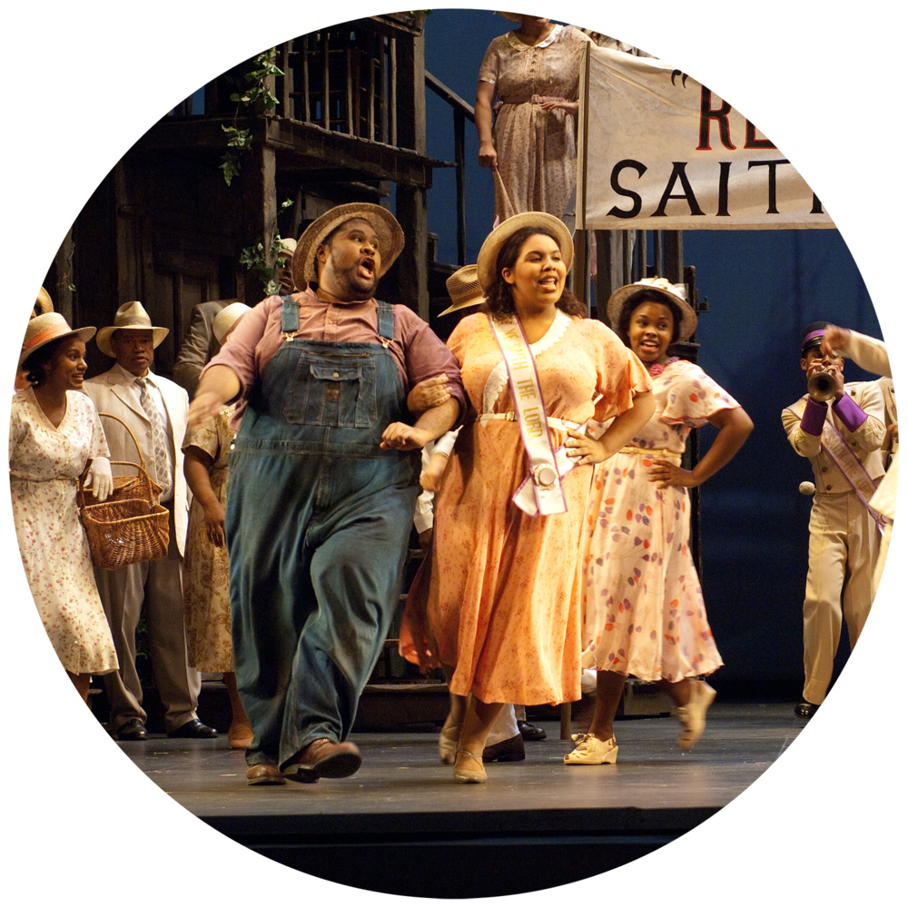 Chorus in Porgy & Bess   Photo by Elise Bakketun