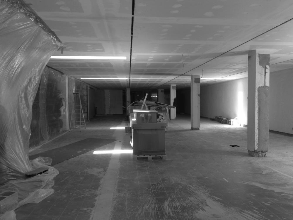 Antero - Construção - Stand - Oficina - BMW - Yamaha - EVA evolutionary architecture - Arquitectos Porto (10).jpg