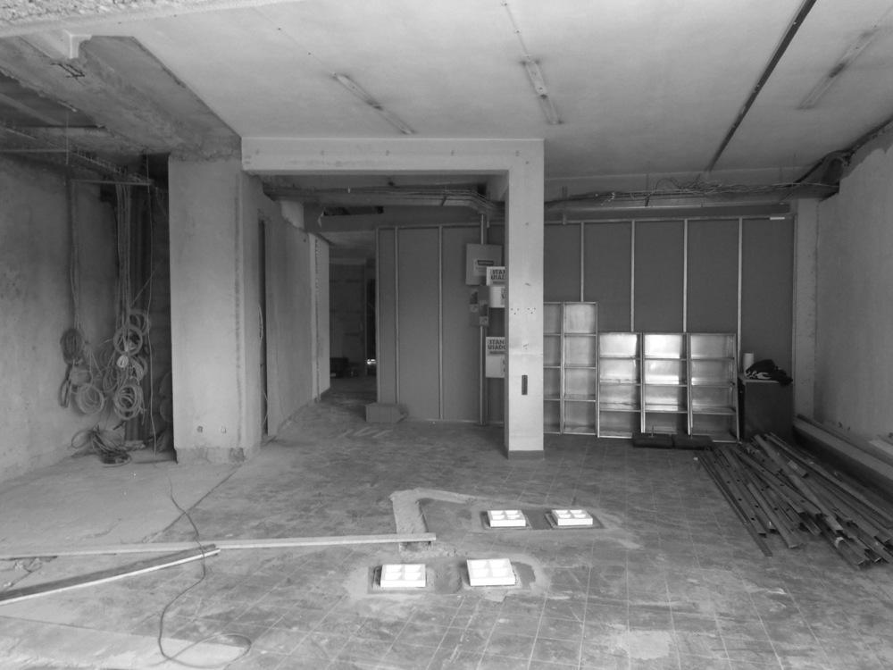 Antero - Construção - Stand - Oficina - BMW - Yamaha - EVA evolutionary architecture - Arquitectos Porto (15).jpg