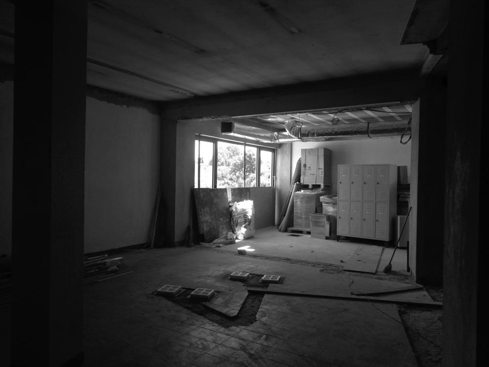 Antero - Construção - Stand - Oficina - BMW - Yamaha - EVA evolutionary architecture - Arquitectos Porto (20).jpg
