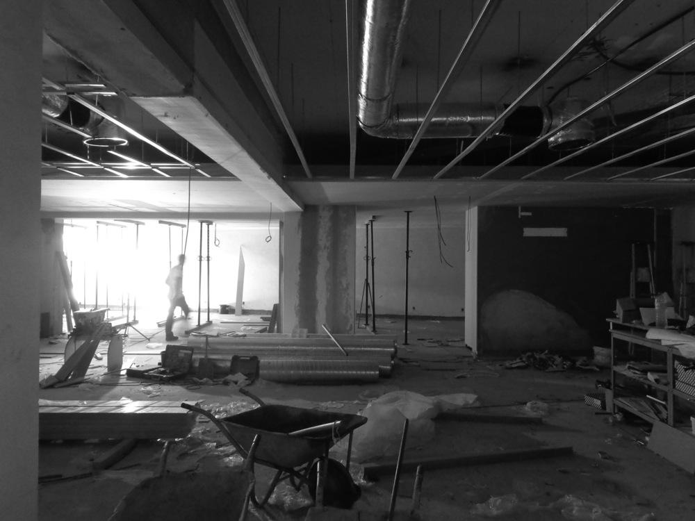 Antero Motos - Construção - Stand - Oficina - BMW - Yamaha - EVA evolutionary architecture - Arquitectos Porto (12).jpg