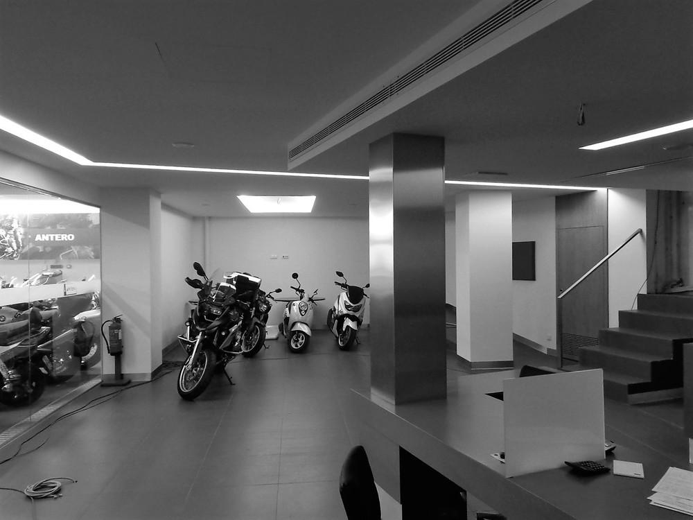 Antero Motos - Construção - Stand - Oficina - BMW - Yamaha - EVA evolutionary architecture - Arquitectos Porto (34).jpg