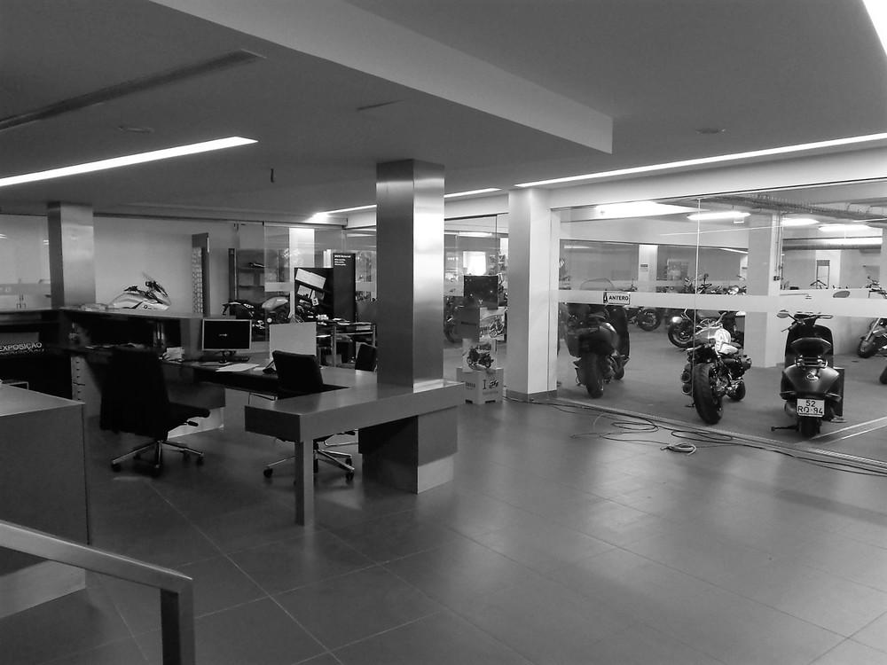 Antero Motos - Construção - Stand - Oficina - BMW - Yamaha - EVA evolutionary architecture - Arquitectos Porto (33).jpg