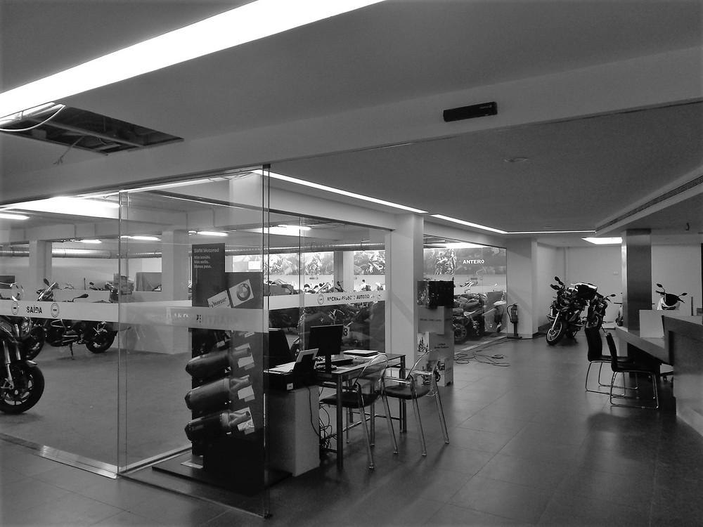 Antero Motos - Construção - Stand - Oficina - BMW - Yamaha - EVA evolutionary architecture - Arquitectos Porto (35).jpg