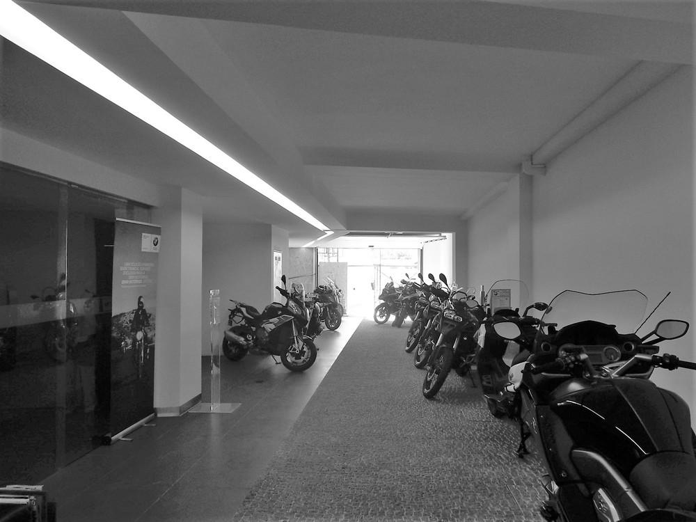 Antero Motos - Construção - Stand - Oficina - BMW - Yamaha - EVA evolutionary architecture - Arquitectos Porto (36).jpg