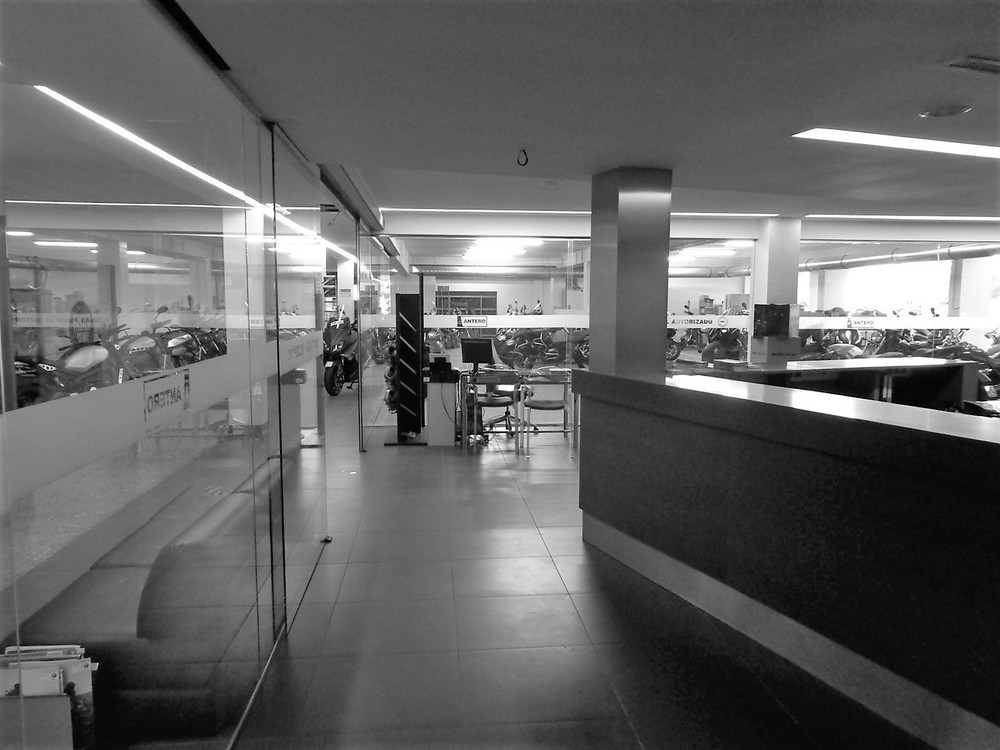 Antero Motos - Construção - Stand - Oficina - BMW - Yamaha - EVA evolutionary architecture - Arquitectos Porto (37).jpg