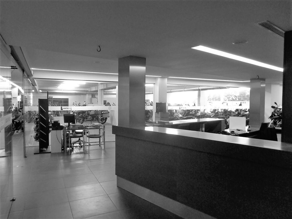 Antero Motos - Construção - Stand - Oficina - BMW - Yamaha - EVA evolutionary architecture - Arquitectos Porto (38).jpg
